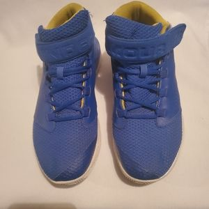 under armour tennis shoes size 6y